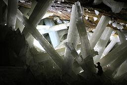 256px-Cristales_cueva_de_Naica.JPG